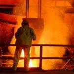 pracovník slévárny ocelárny